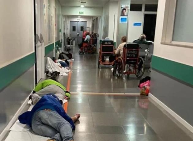 Pacientes en el suelo y amontonados en hospitales de Madrid – El Hormiguero Potosino.